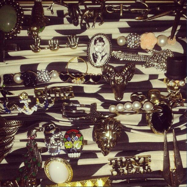 Me trajeron al showroom una seleccion de accesorios, los que ves en los blogs. anillos, ay miles, de lo que quieras  mas!